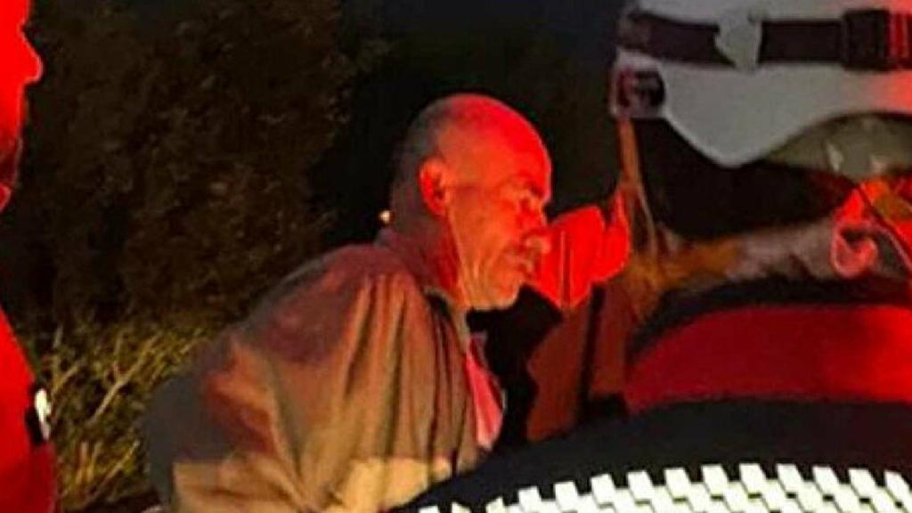 Homem turco participa nas buscas por si próprio