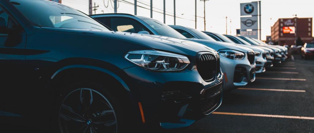 Indústria automóvel (foto: Erik Mclean/Unsplash)