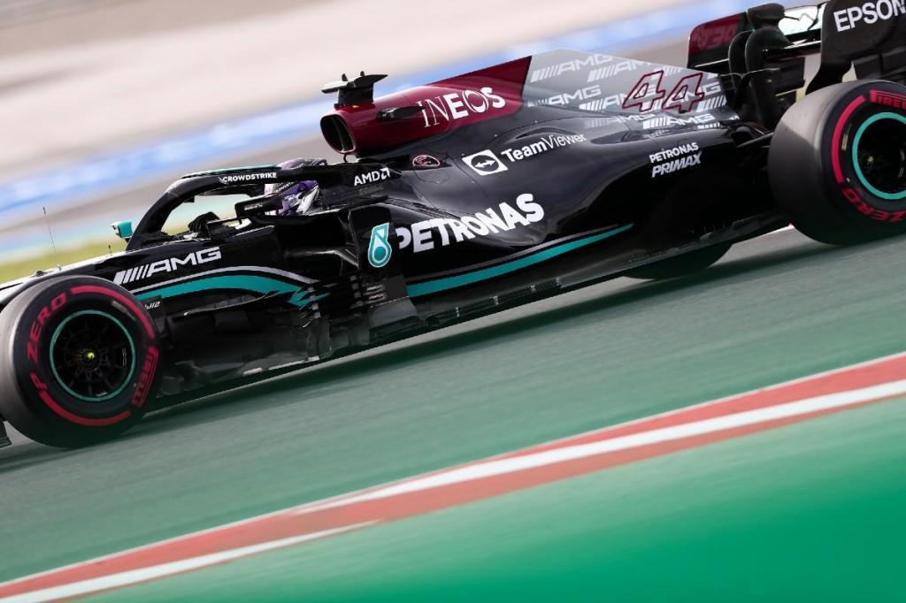 Hamilton centra todas as atenções do Dia 1 em Istambul e é Leclerc quem o persegue thumbnail