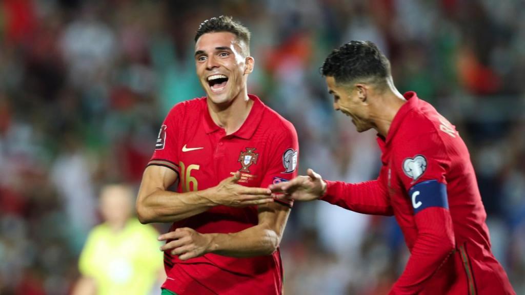 João Palhinha festeja com Ronaldo o 4-0 no Portugal-Luxemburgo (António Cotrim/LUSA)