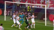 Nmecha 'penteia' a bola e empata para o Wolfsburgo