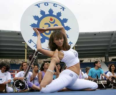 Comemorações do Dia Mundial do Yoga (Foto Lusa/Inácio Rosa)