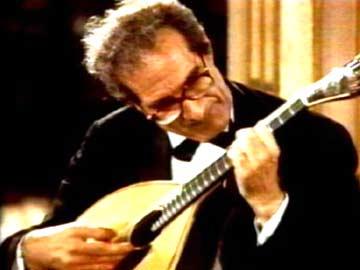 be05ea5e48a Morreu o compositor e mestre da guitarra portuguesa Carlos Paredes ...