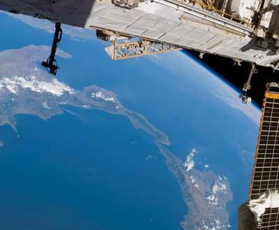 Missão Endeavour continua no espaço