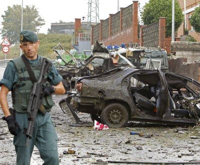 Carro armadilhado explode em Biscaia (Foto EPA)