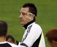 John Terry de máscara, na preparação do Valência-Chelsea (foto: EPA/Kai Försterling)