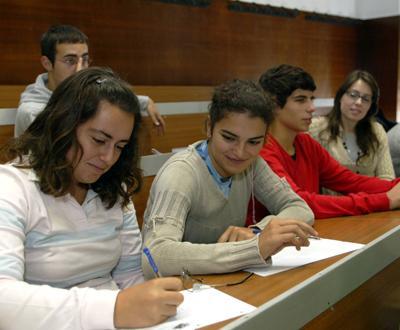 Alunos portugueses a tirar o curso de medicina em Santiago de Compostela - Foto Lusa, João Abreu Miranda