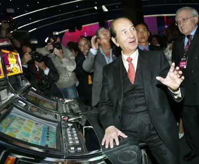 Lusa 20/04/06 O empresário macaense, Stanley Ho, durante a cerimónia de inauguração da sua mais recente casa de jogo: o novo Casino Lisboa