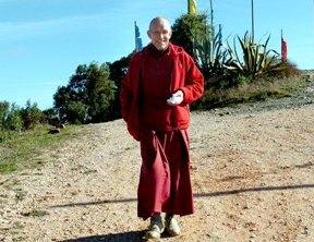 Monge Ngawang Zigdre pretende construir o primeiro monumento budista do país (Luís Forra/LUSA)