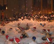 Natal com canhão de espuma na piscina de Matosinhos
