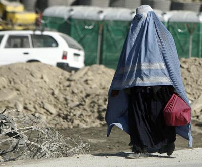 Vida quotidiana no Afeganistão. Ministro da Defesa visitou militares portugueses - Foto Lusa, Mário Cruz