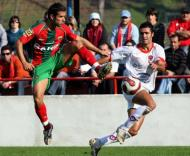 Ricardo Esteves luta com Nuno Santos no Oliveirense-Marítimo