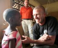 David Beckham visita a Serra Leoa (Foto Lusa)