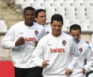 Cristiano Ronaldo e Makukula (Manuel de Almeida/Lusa)