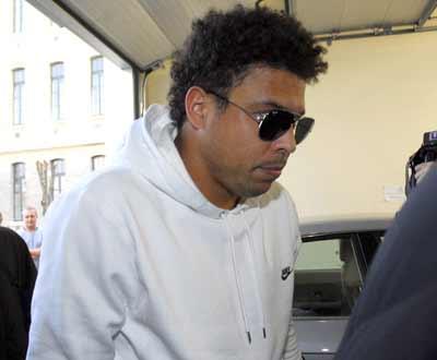 Ronaldo, em Paris, à chegada ao Hospital