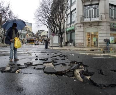 Fotos de mau tempo em Lisboa (MÁRIO CRUZ / LUSA)