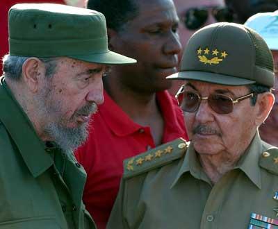 Fidel Castro e o seu irmão Raúl Castro - Foto Lusa/EPA