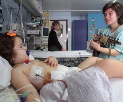 Musica no serviço de pediatria do Hospital Garcia da Horta (André Kosters/LUSA)