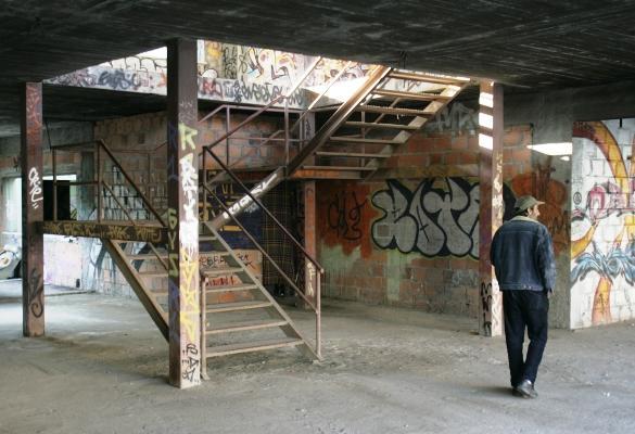 Edifícios abandonados de Santa Cruz (Foto Lusa - Mário Cruz)