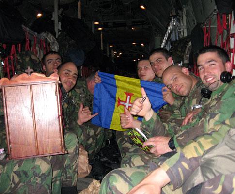Viagem das tropas portuguesas no C130 da Força Aérea Portuguesa