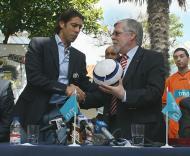 Rui Costa apresenta futebol para bombeiros